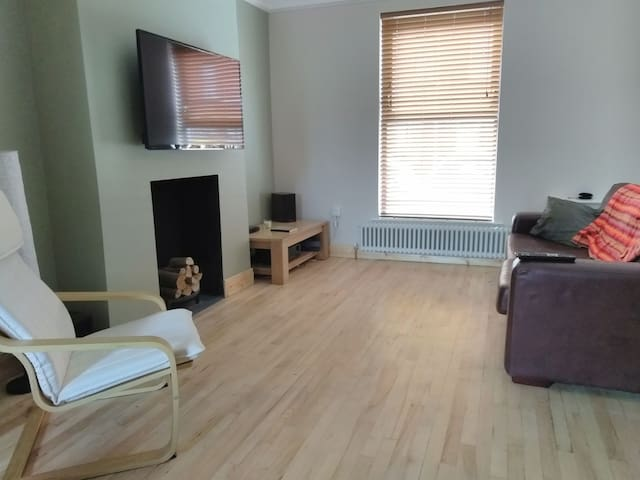 room available in shared Belfast townhouse