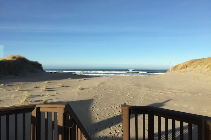 BEACHFRONT and BAY VIEW!! - Waldport - Maison