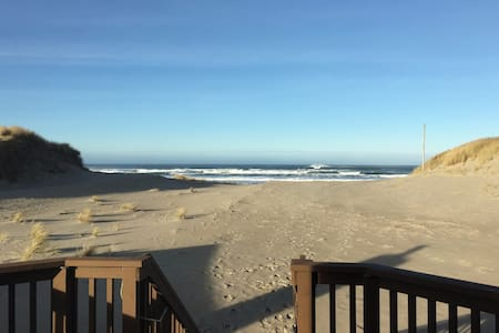 BEACHFRONT and BAY VIEW!! - Waldport - Casa