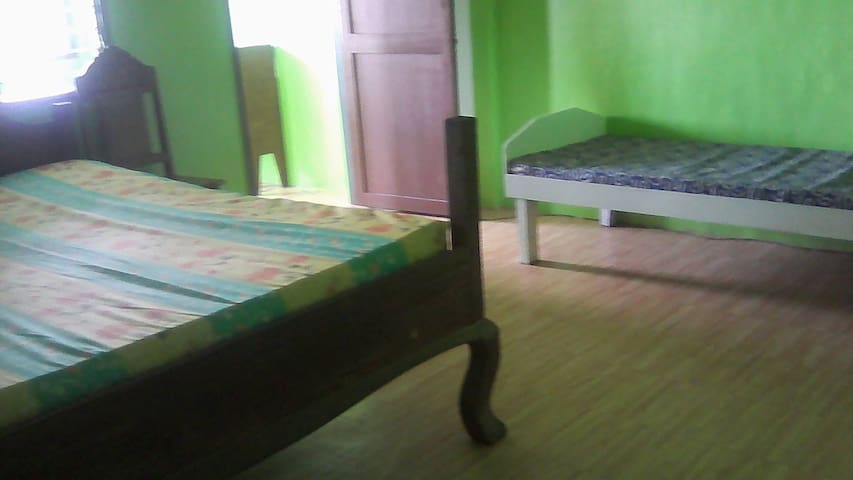 Family/Barkada Room - Culion - House