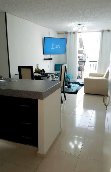 Apartamento iluminado y amplio para que sientas la comodidad como en tu casa.
