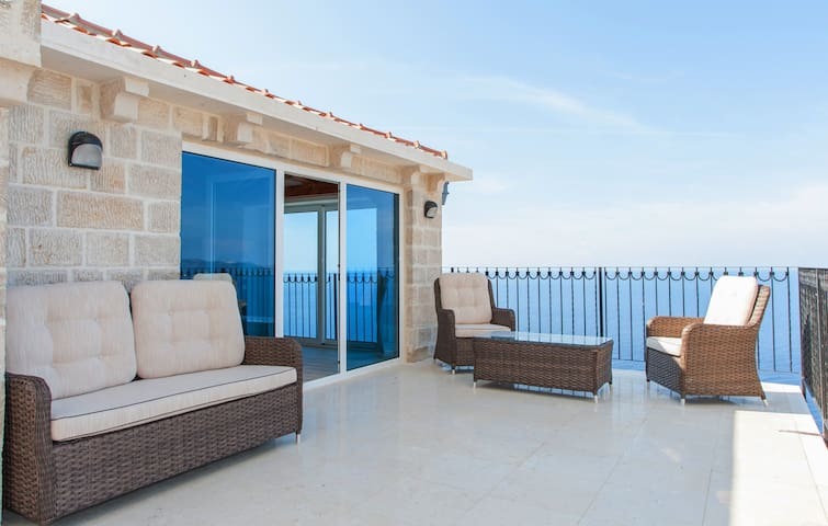 Penthouse apt with sea view & shared pool-2 pax - Kaluđerac