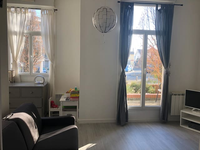 Studio 30 m2 à Eaubonne +parking - 25 min de Paris