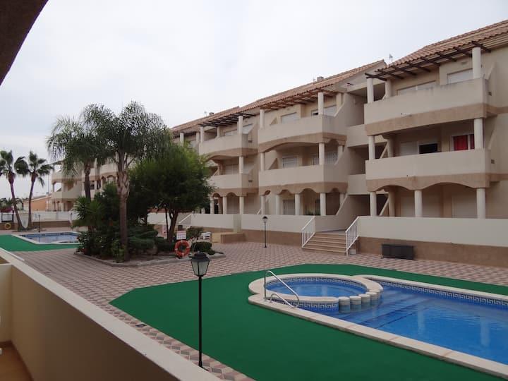 Apartamento familiar con piscina
