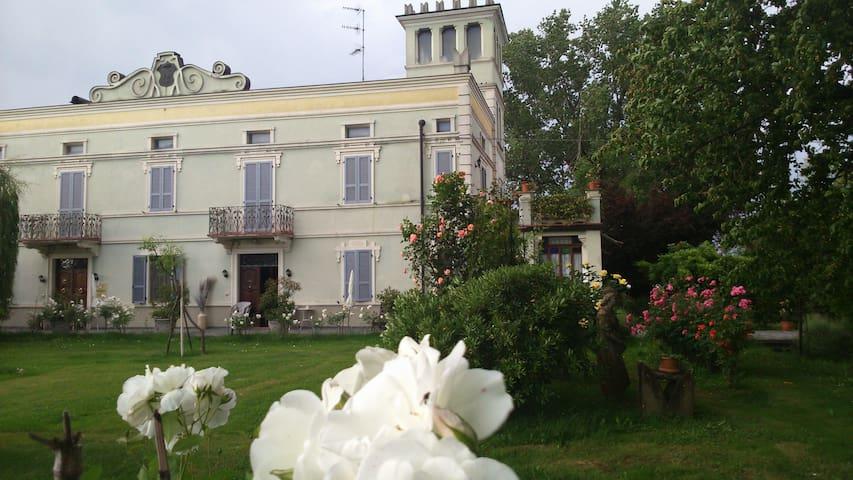 Accogliente suite in villa liberty