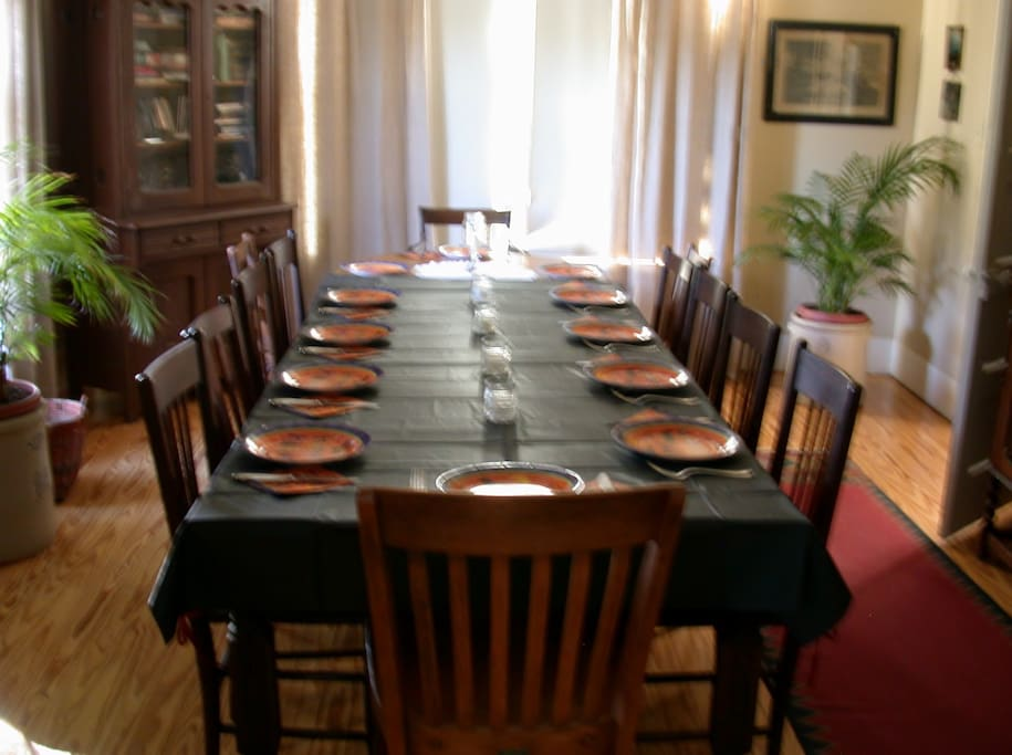 Seated dining for 12 guests