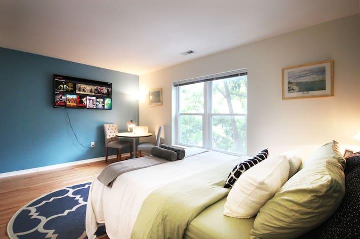 Large En Suite w/ Private Bath in University City