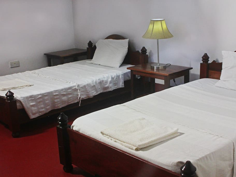 Spacious Twin room with an en-suite and air conditioning.
