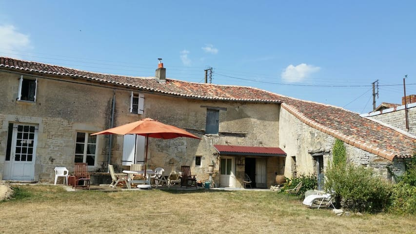 Charming Renovated Charentaise Farmhouse - Villefagnan