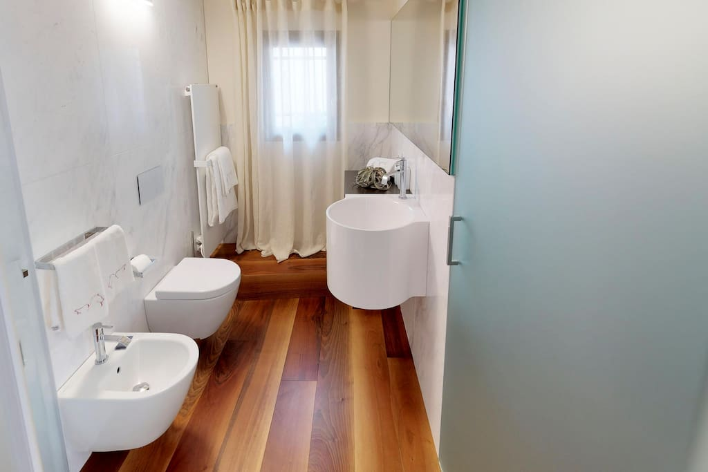 The Ensuite bathroom to the master bedroom