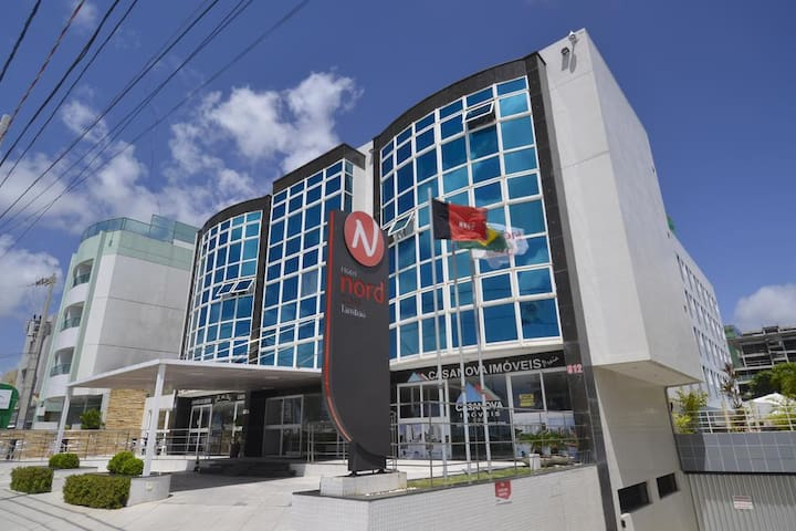 imagem do Hotel frente mar, na orla do bairro -  Tambaú. Acesso á quiosques, bares, lojas de conveniências, farmácias, restaurantes, serviços de passeios, lanchonetes, padarias