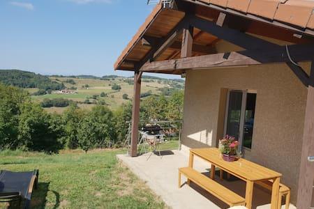 Petite maison avec vue, au coeur de la campagne