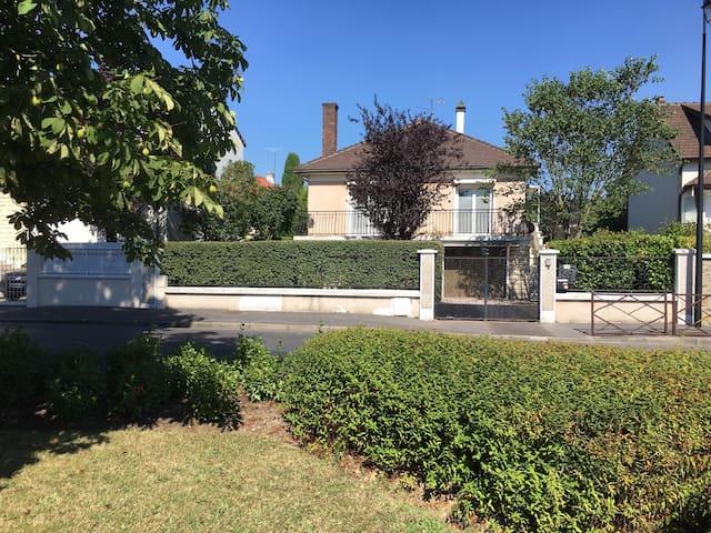 Maison au calme à côté des bois - Le Plessis-Trévise - House
