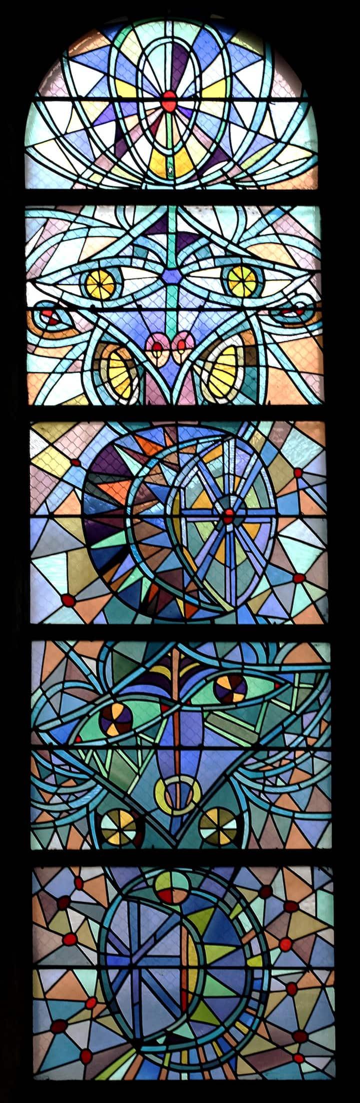 fenêtre de l'abside: l'homme et la femme