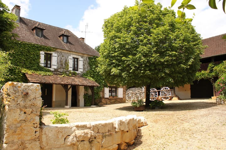 Luxury Farmhouse sleeps 12 with Private Pool - Tourtoirac