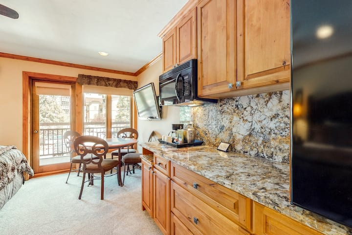 Classic hotel style condo with ski-in/ski-out access and shared hot tubs & pool!