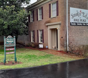 Hall Place B&B Historic Victorian Charm