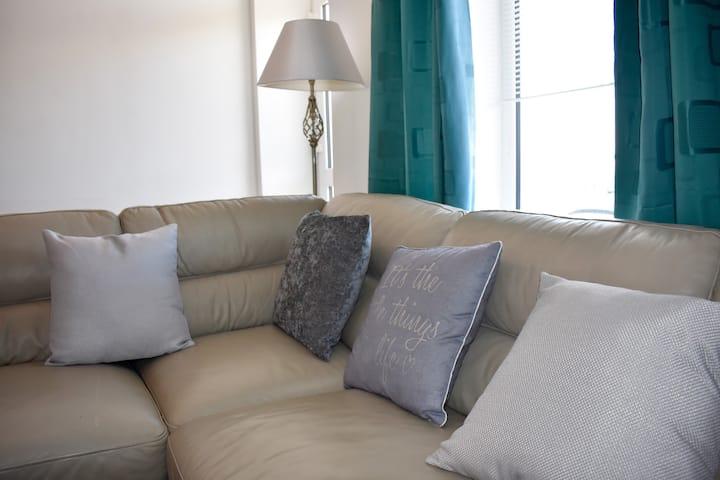 Luxury 3 bedroom, sea view apartment with balcony