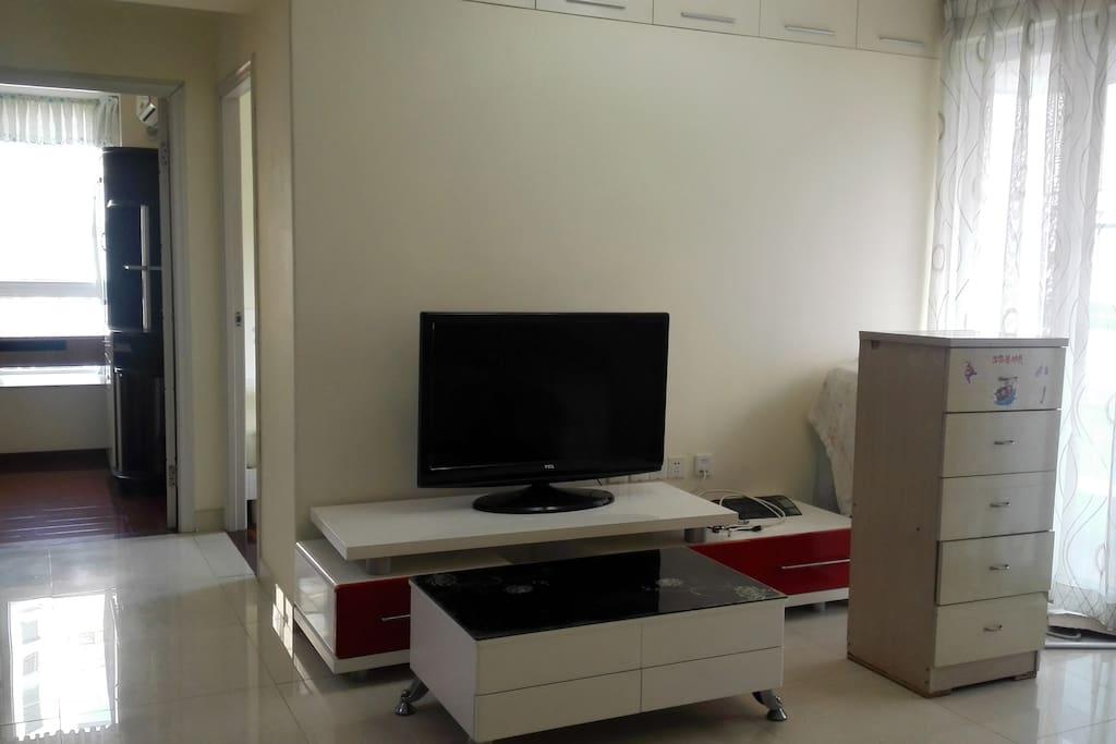 婚房装修标准、无味环保墙漆、家具齐全。