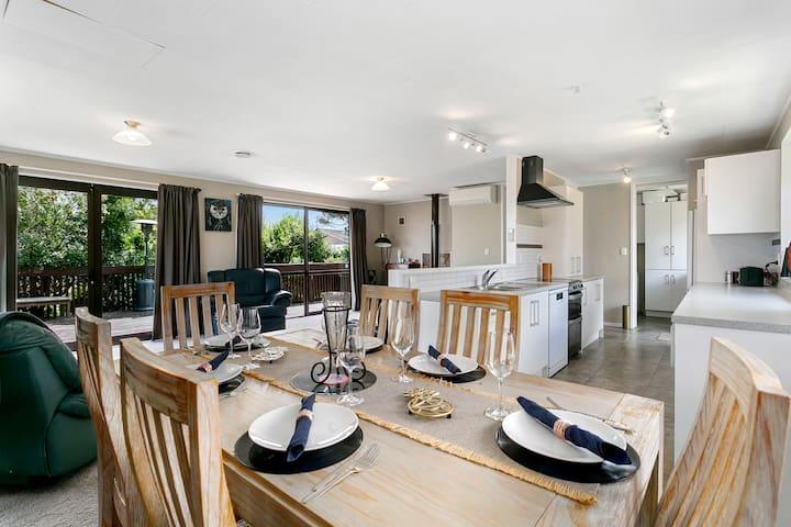 Dinning area - Kitchen - Lounge