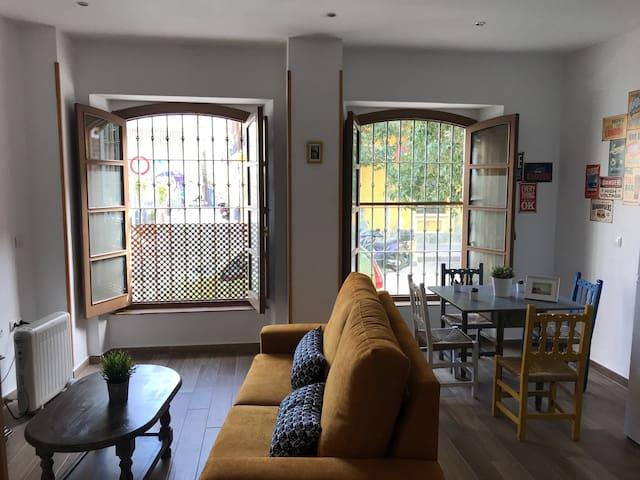 Bohemio y luminoso apartamento con patio interior