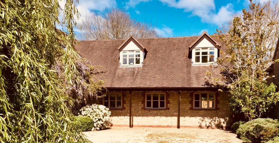 Willow Brook Lodge near Le Manoir Aux Quat'Saisons