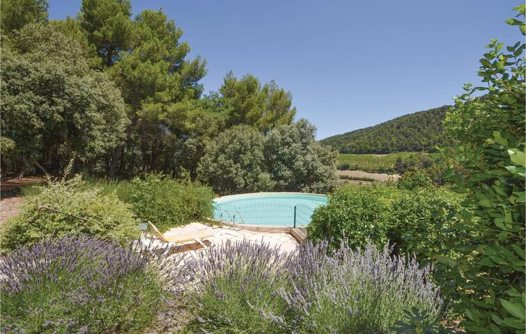 Holiday cottage with 3 bedrooms on 130 m² in Gigondas