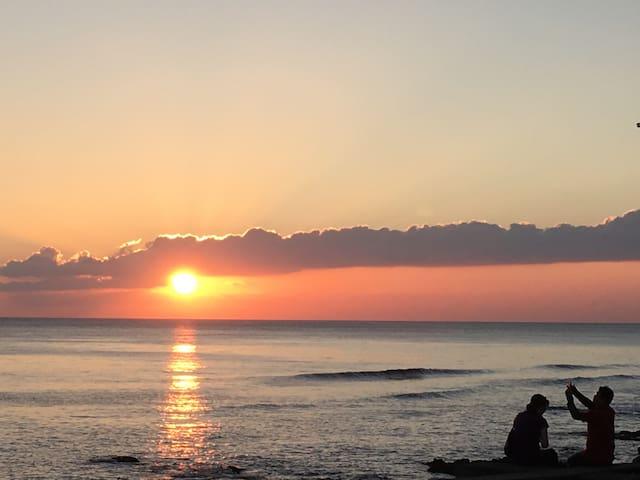 《無敵海景房》,夕陽餘暉在眼前,漫步沙灘,身心自在放鬆的空間。 - 屏東縣 - House