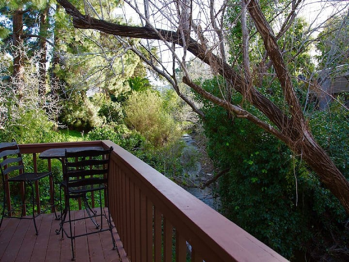 New Downtown Dog-Friendly Creekside Retreat