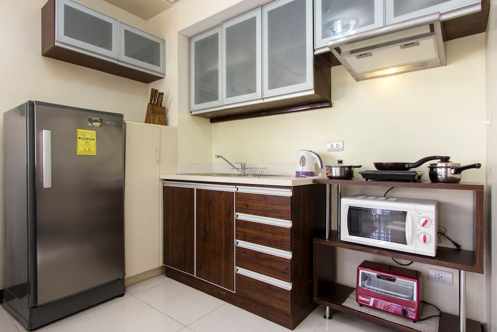 Fully functional kitchen, complete with cooking wares and kitchen utensils.