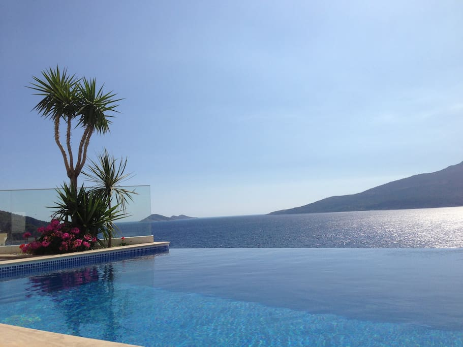 Villa Mercan Infinity Pool overlooking the Mediterranean Sea