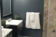 master 4 piece ensuite w/glass enclosed shower