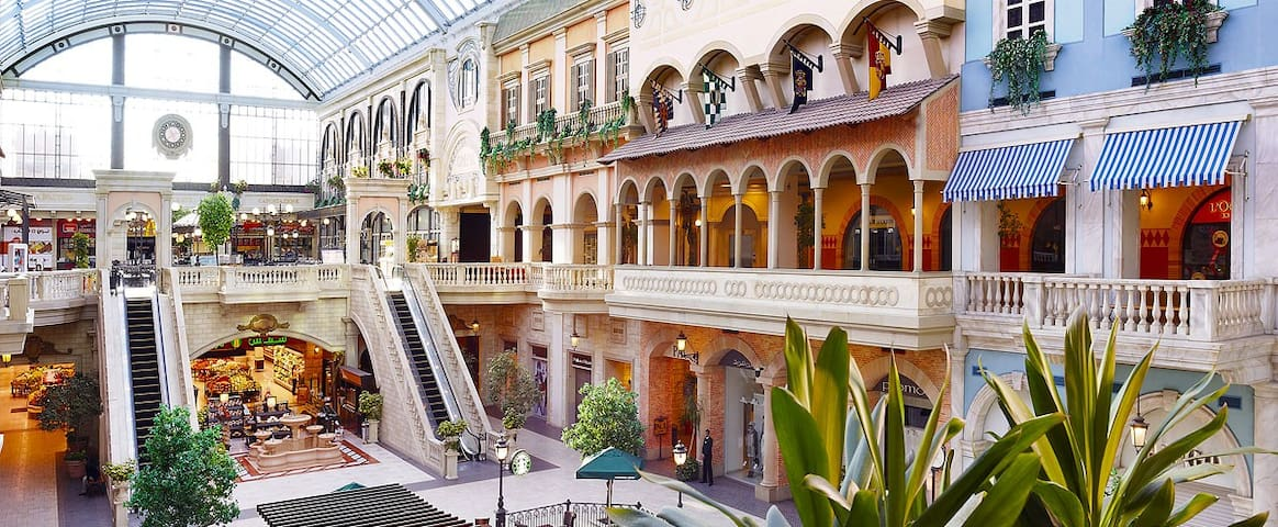 Nearby Mall Mercato, 400 meter walking distance