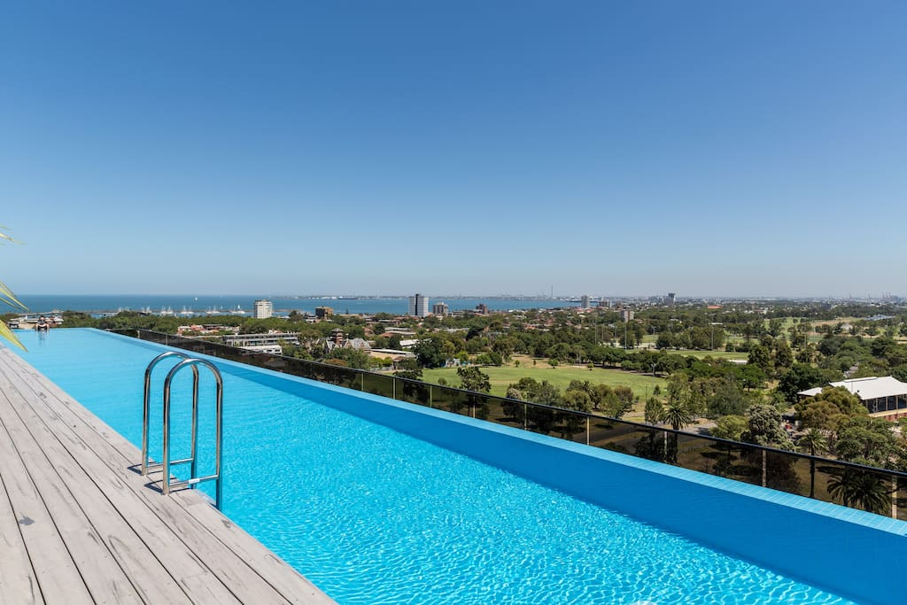 25 metre infinity pool overlooking the bay