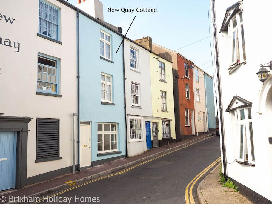 Location of New Quay Cottage at the bottom of King Street, seconds from the harbour