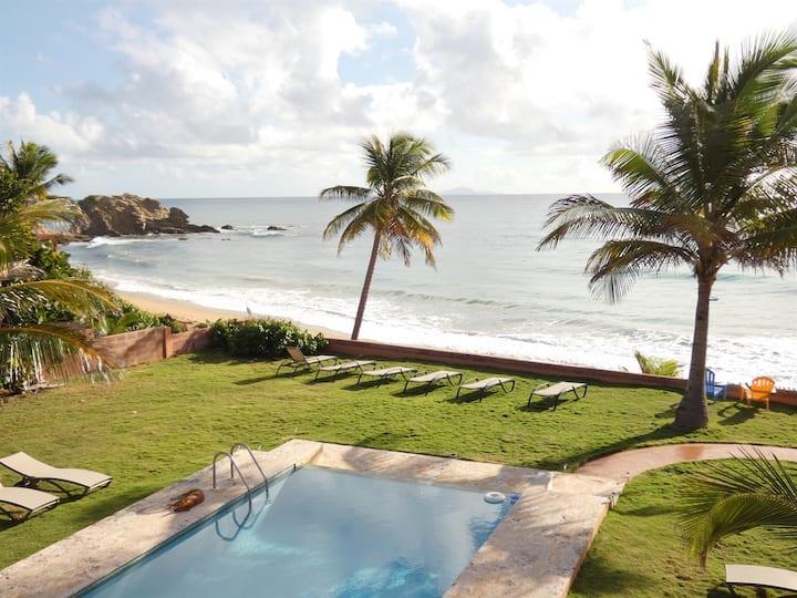Casa del Mar V2-Ocean & Beach Front, Infinity Pool, Private