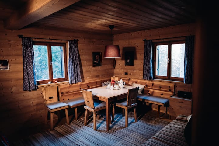 Wohnzimmer mit gemütlicher Sichtecke