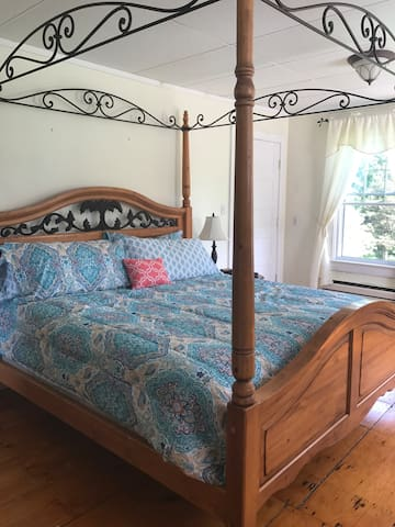 Beautiful Farmhouse Master Bedroom Guest Suites For Rent In Trumansburg New York United States