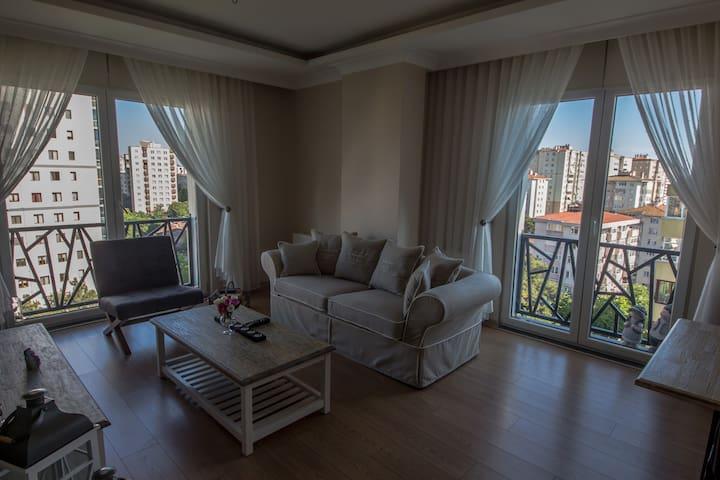 Erenköy'de Yeni Binada Merkezi Konumda Ev