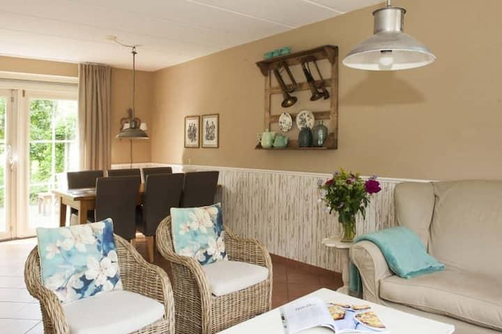 Jolie maison de vacances romantique avec une belle grande terrasse privée!