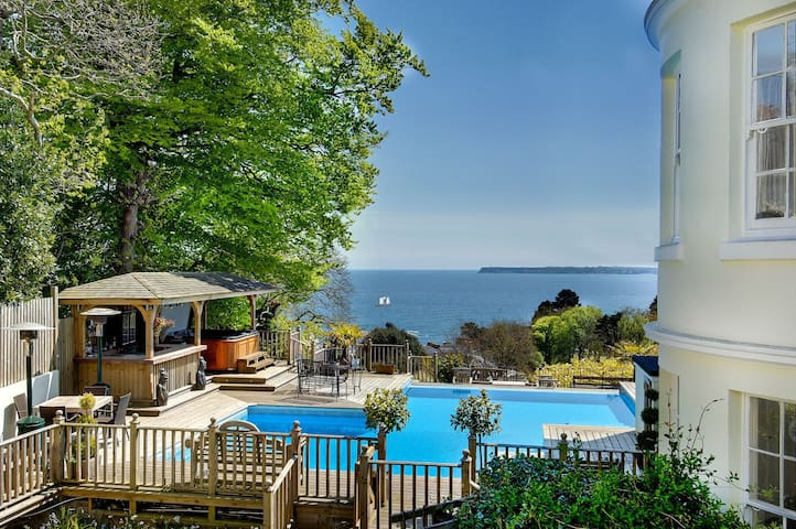 Sea View Family Villa with swimming pool & hot tub