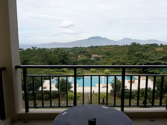 C208 One BR suite with a nice view - morong - Flat