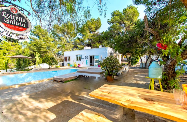 Funky 5 Bed Villa for big groups, pool, Nr beach! - Sant Josep de sa Talaia - Villa
