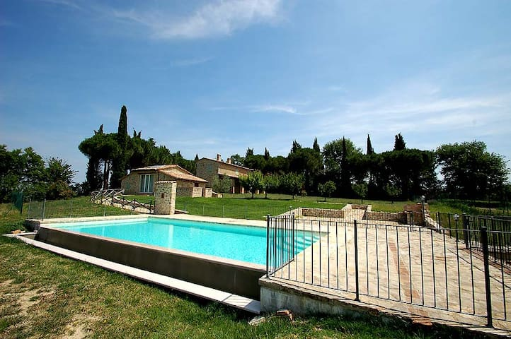 Detached house with private pool near Todi/Perugia - Gualdo Cattaneo - บ้าน