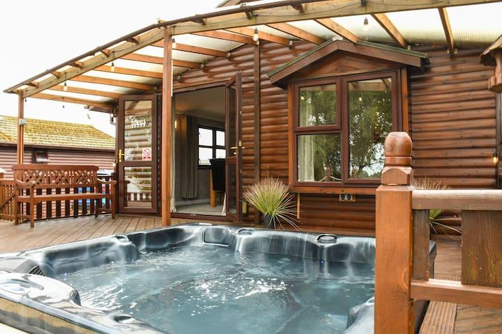 Tattershall Lakes Hot Tub Luxury Lodge