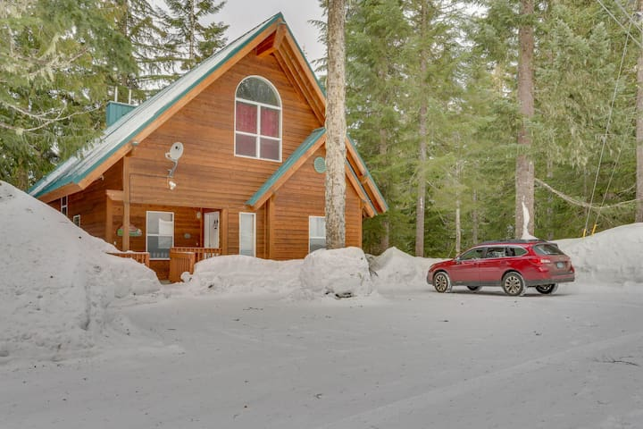 Ski home w/ mountain views and private hot tub plus separate apartment
