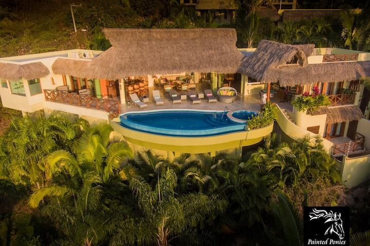 Beautiful OceanViews, Private Villa, Heated Pool!