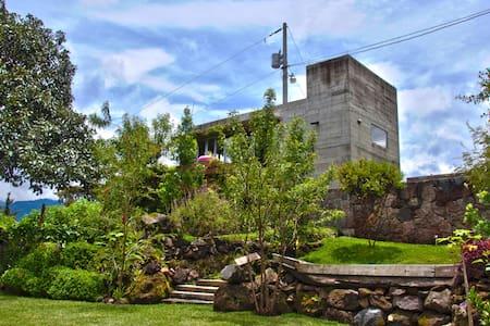 """1 BDRM House in Atitlán """"EL BUNKER"""" - Cerro de Oro - 独立屋"""