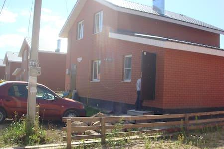 Русский дом в современном коттеджном посёлке