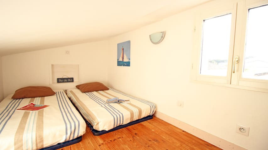 Chambre étage - 2 lits 90 cm